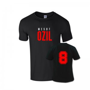 Mesut Ozil Front Name T-shirt (black)